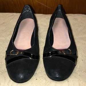 Munro Women's Black Walking Wedge Buckle Flat Shoe